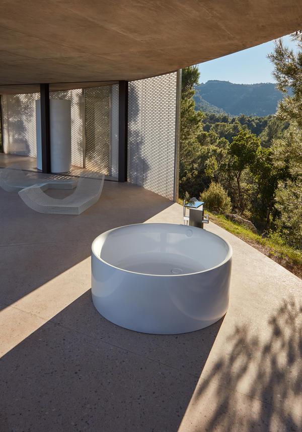 BettePond Silhouette Round Freestanding Bath